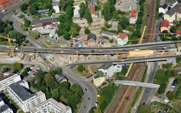 Auf der Baustelle der Hochstraßenbrücke laufen aktuell die Verschalungsarbeiten. Foto: Lutz Hannemann