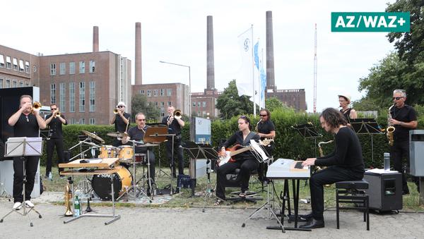 Big Band des VW-Orchesters sorgt am Tor 17 für musikalischen Start in die Werksferien