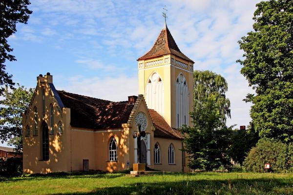 Die Kirche in Paretz im Havelland (Ketzin). Foto: Elfi Heua