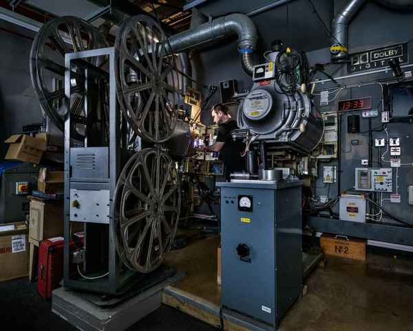 THE CINEMA PROJECTIONIST