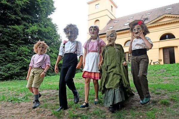 Virginie, Joel-Vernon, Mira, Janey und Timothy spielen seit Jahren  beim Theatersommer mit. Foto: Regine Buddeke