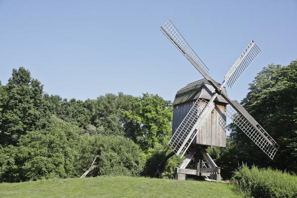 Die historische Bockwindmühle im Hermann-Löns-Park ist zwischenzeitlich restauriert worden. Foto: Samantha Franson
