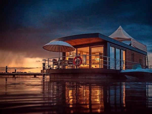 Schwimmendes Haus auf dem Bärwalder See. Foto: Lausitzer Seenland