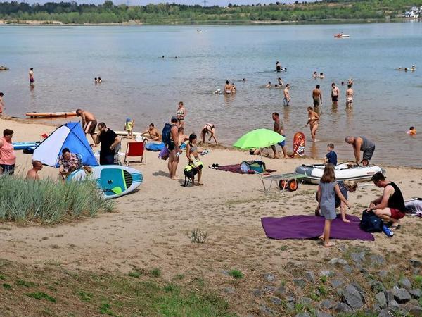 Pause gefällig? Radler können ein Bad im See genießen. Foto: Julia Tonne