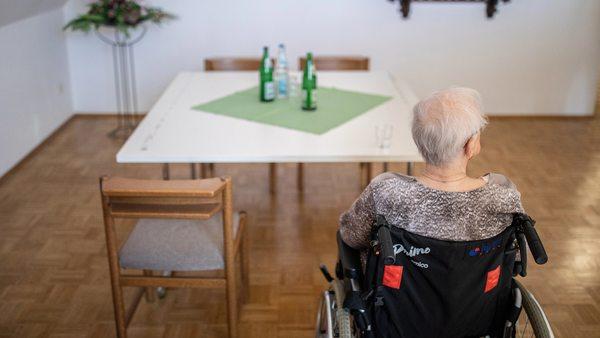 Pflegeheime: Eigenanteile für Pflegebedürftige steigen auf mehr als 2000 Euro im Durchschnitt