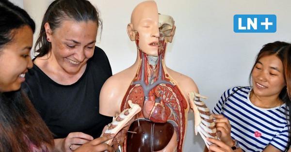 """Pflegenotstand: Projekt """"Deutsch als Zweitsprache"""" in Mölln macht Migrantinnen fit für Gesundheitsberufe"""