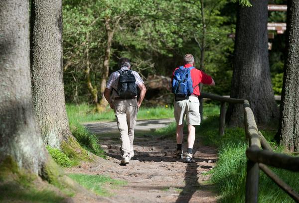 Die Wanderung verlangt entsprechende Ausrüstung. (Foto: Swen Pförtner/dpa).