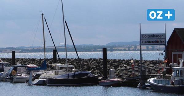 Boltenhagen:Kreuzfahrtschiff ankert in der Wohlenberger Wiek
