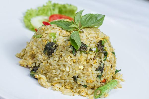Thaise gebakken rijst groene curry