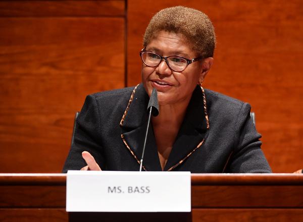 Karen Bass (foto: Reuters)