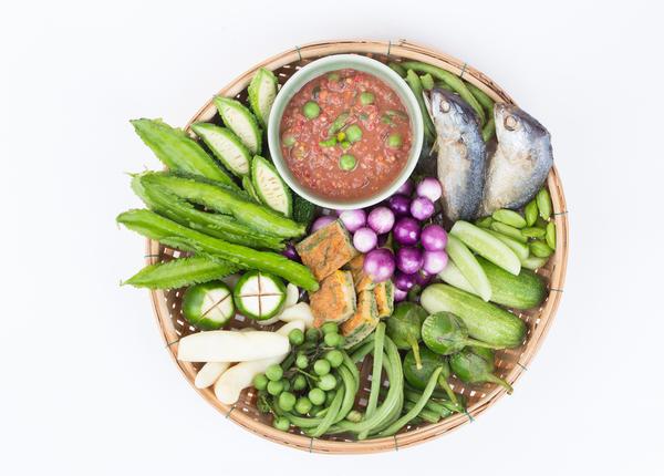 Visjes, groente en nam prik kapi