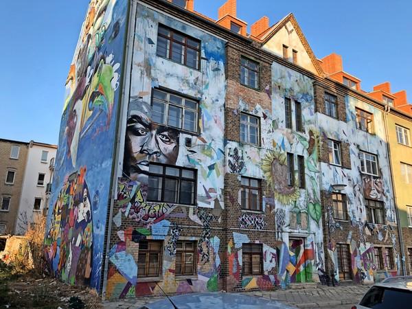Ganze Häuserwände sind zu Kunstobjekten geworden.