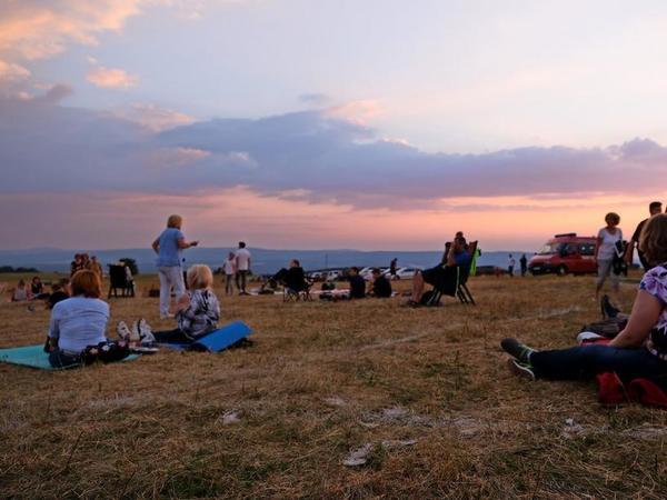 Picknick-Stimmung beim Sternegucken auf der Hohen Geba. Foto: Roland Herold