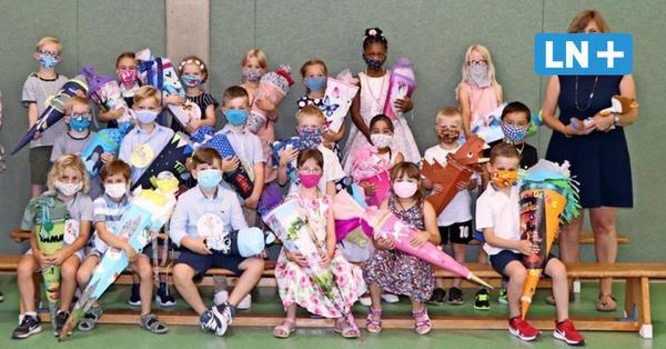 Einschulung zu Corona-Zeiten: Erstes Klassenfoto mit Mund-Nasenschutz