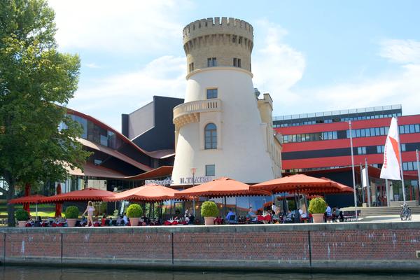 """Das """"Il Teatro"""" in der früheren Zichorenmühle neben dem Hans-Otto-Theater. Foto: Bernd Gartenschläger"""