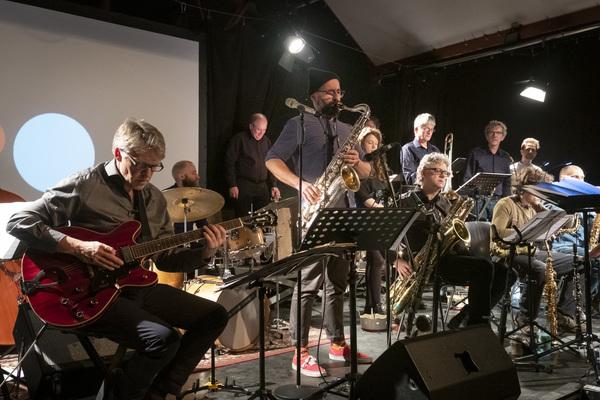 Die Big Band Fette Hupe hat im vergangenen Jahr ihr zehnjähriges Bestehen gefeiert. (Foto: Navid Bookani)
