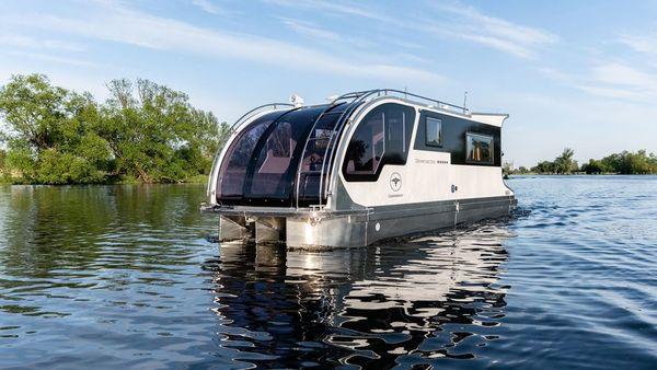 """Das """"Caravanboat"""" soll eine Mischung aus Hausboot und Wohnwagen sein.  Foto: Tchibo"""