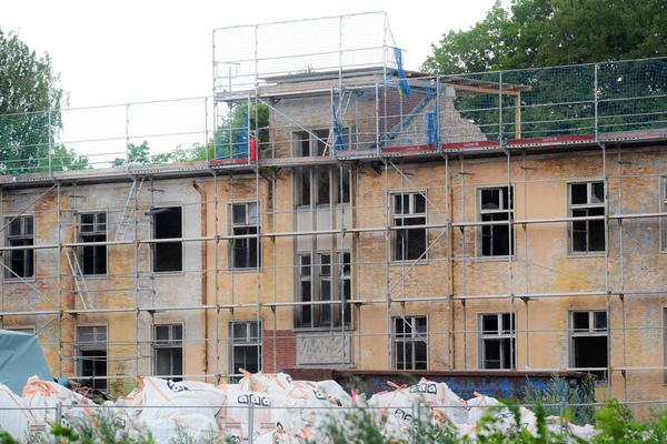Die Deutsche Wohnen hat in Krampnitz mit Sanierungen begonnen. Foto: Bernd Gartenschläger