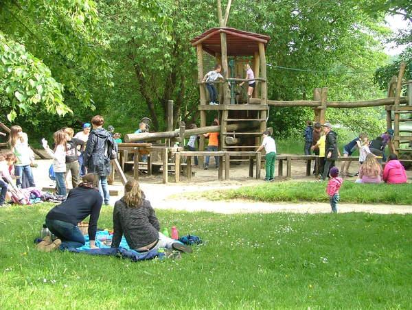 Auf den Spielplätzen können Kinder nach Herzenslust toben. (Foto: Aktion Fischotterschutz e.V.)