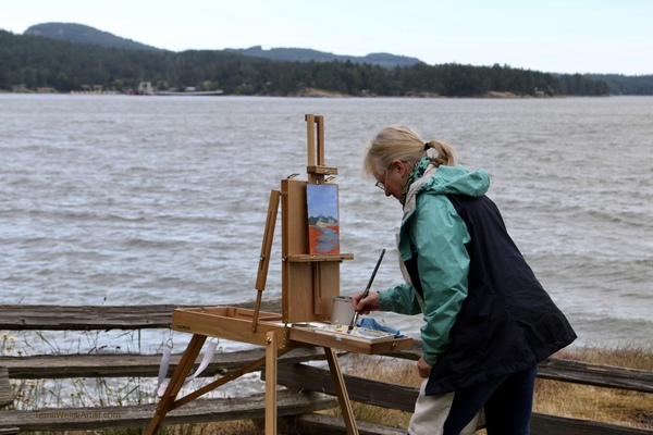 Jennifer Peers getting a plein air painting sketch blocked in at Cotton Park.