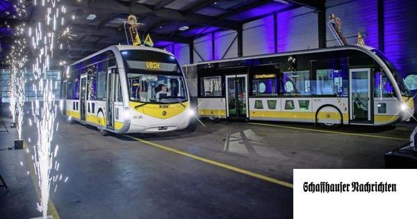 Feuerwerk für die ersten zwei Elektrobusse