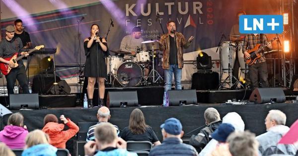 Lübeck: Begeisterte Zuschauer feiern Open-Air-Konzert am Flughafen