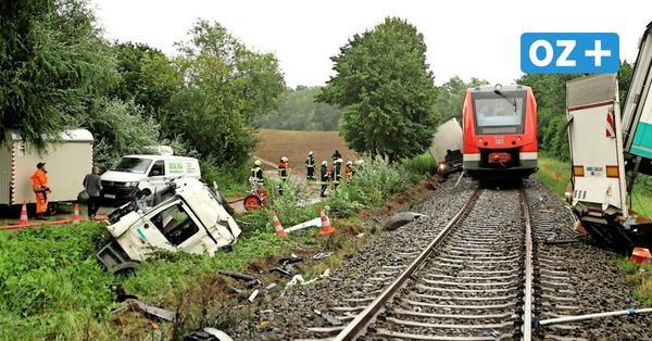 """Lkw wird in Zickhusen von Bahn auseinander gerissen: """"Alles war voller Splitter"""""""
