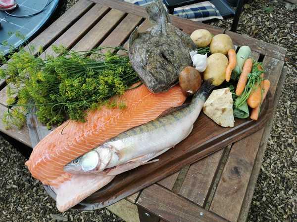 Viele frische Zutaten für die Fischsuppe (Foto:Privat)