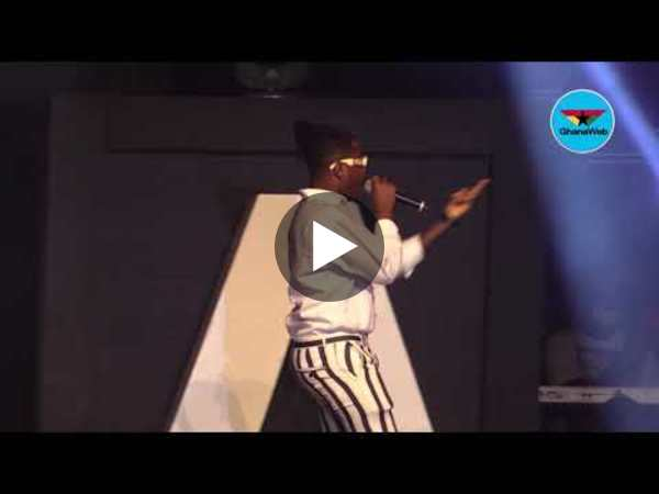 2020 VGMAs: Kelvyn Boy's tight pant tears apart during performance