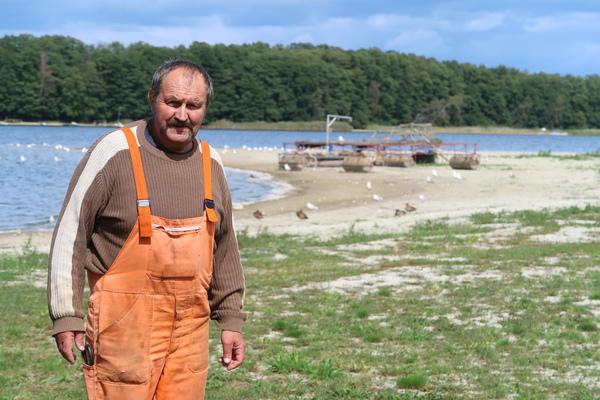 Fischer Manfred Mannheim am verlandeten Seddiner See. Foto: Jens Steglich