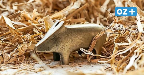 Besonderes Mitbringsel: Wismarer sorgen mit Bronze-Schweinchen für Glück