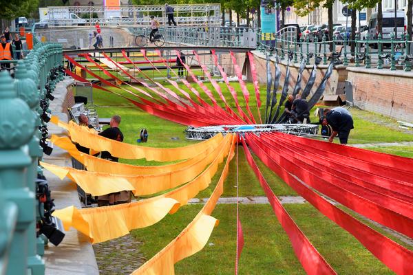 Seit Tagen läuft der Aufbau für die Einheitsexpo, hier am Potsdamer Stadtkanal. Foto:Bernd Gartenschläger