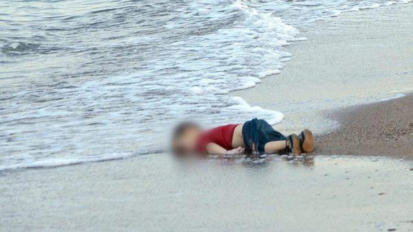 Der ertrunkene Flüchtlingsjunge Alan Kurdi: Sinnbild der Flüchtlingskrise 2015