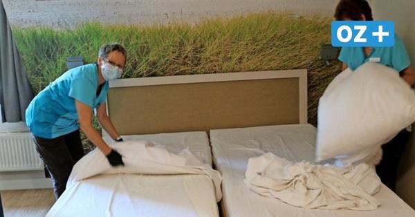 Bettenwechsel an der Ostsee: Wie ein Hotelzimmer in Corona-Zeiten gereinigt wird