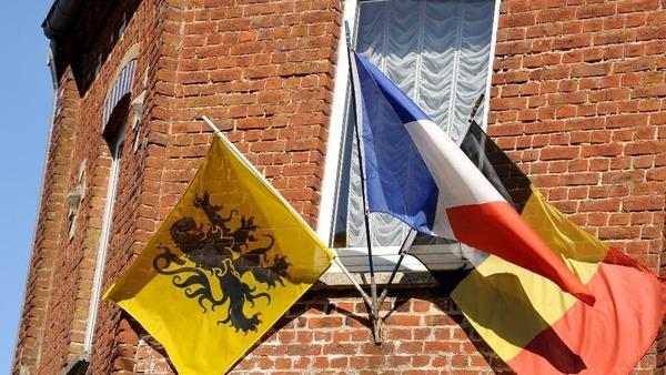 Des maires frontaliers réclament le retour de l'enseignement du Flamand à l'école - Ouders en politici willen Vlaams op school