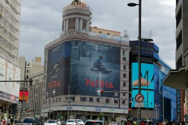 COLUMNA | 'Patria', el polémico cartel y el escritor en contra | Álvaro Onieva