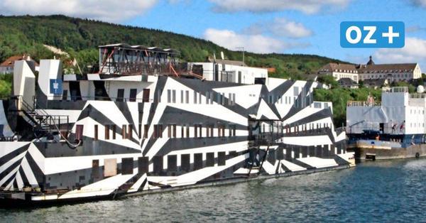 Rügen: Das hat es mit dem mysteriösen Zebra-Schiff in Sassnitz auf sich