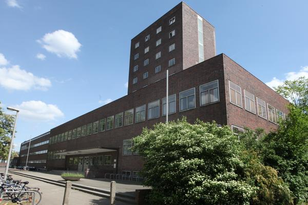 """""""Form folgt Funktion"""" lautet ein Bauhaus-Credo - hier an der ehemaligen pädagogischen Akademie in der Südstadt. Heute wird sie von der Hochschule Hannover genutzt. (Foto: Steiner)"""