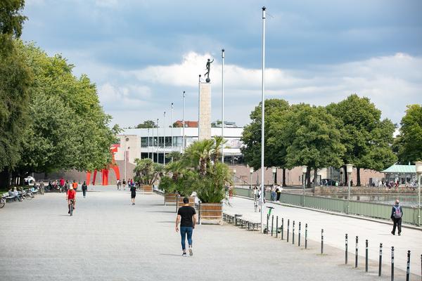 Das Maschsee-Nordufer mit dem Sprengel-Museum ist das Ziel der Tour. (Foto: Dröse)