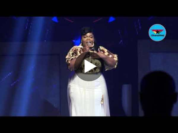 Celestine Donkor and Nhyiraba Gideon perform at VGMA 2020