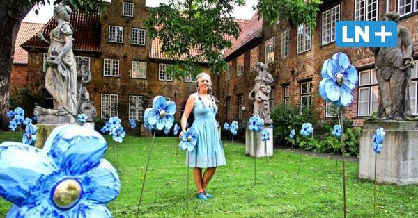 Ein Blütenmeer der Sehnsüchte: Installation im Puppenhof des St. Annen-Museums