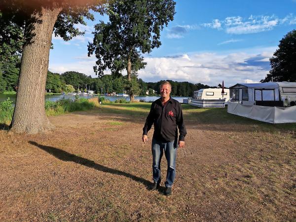 Der Wildenbrucher Heiko Neupert will am Klostersee in der Gemeinde Kloster Lehnin eine Tiny-House-Siedlung errichten. Foto: Jens Steglich