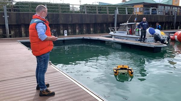 Innovation à Dunkerque : il dépollue l'eau avec des drones aquatiques - Innovatie in Dunkerque: water wordt gezuiverd met aquadrones
