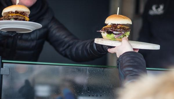 Dürfen auf keinem Foodmarkt fehlen: Leckere Burger. Foto: fremdessen.com
