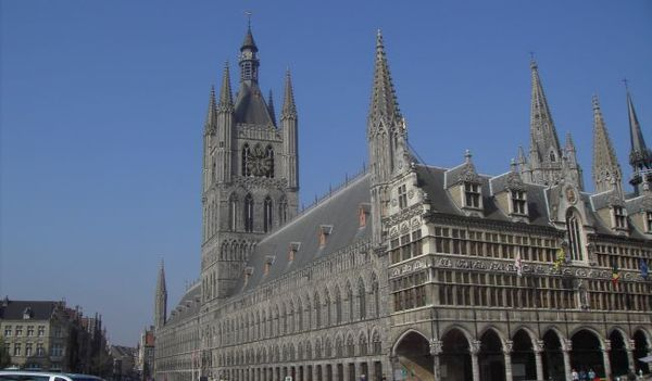 Les Flamands sauvent la saison touristique à Ypres - Vlamingen redden toeristisch seizoen in Ieper