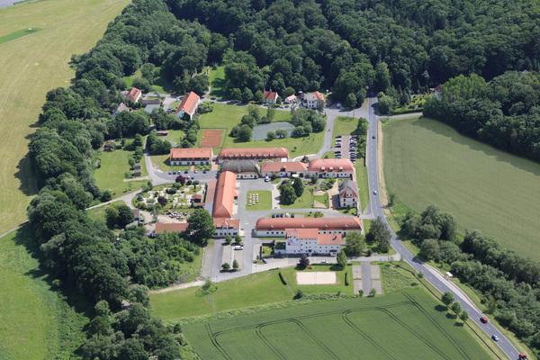 Das Kloster Nimbschen mit Hotelkomplex bei Grimma aus der Vogelperspektive. Foto: Hotel Kloster Nimbschen