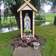 Gerestaureerd Mariabeeld wordt ingezegend