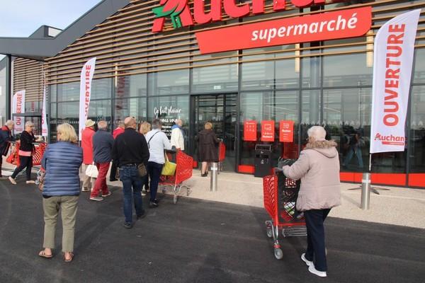 Auchan va supprimer 1088 emplois dans ses hypermarchés - Auchan schrapt meer dan duizend banen