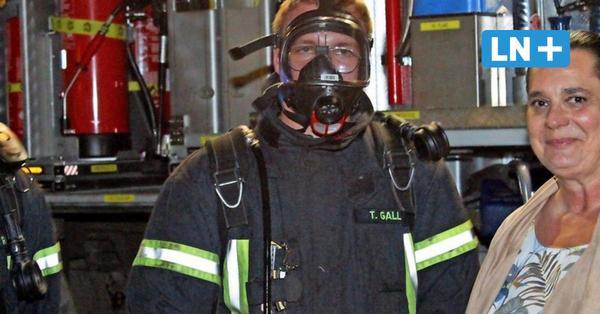 Auto gerät auf der A1 in Brand – Sierksdorferin hilft gestrandeten Insassen auf besondere Weise