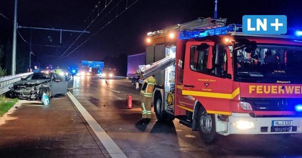 Unfall auf A1 bei Hamberge: 200.000 Euro teurer BMW schleudert in Leitplanke